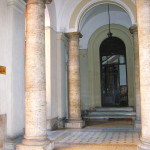 B&B's entrance from Piazza Vittorio - Biancagiulia B&B, Bed and Breakfast near Rome Termini Train Station