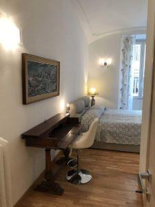 Purnima room - Biancaluna B&B, Bed and Breakfast near Rome Termini Train Station