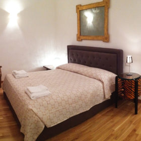 Chandra room - Biancaluna B&B, Bed and Breakfast near Rome Termini Train Station